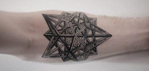 Escultura em forma de tatuagem