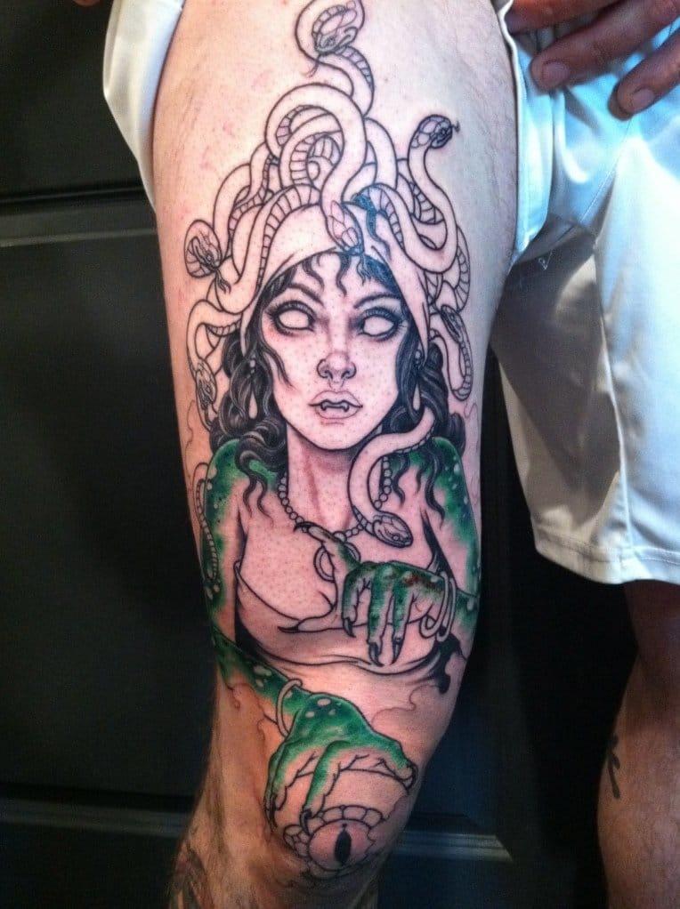 Tatuagem em andamento de Brian
