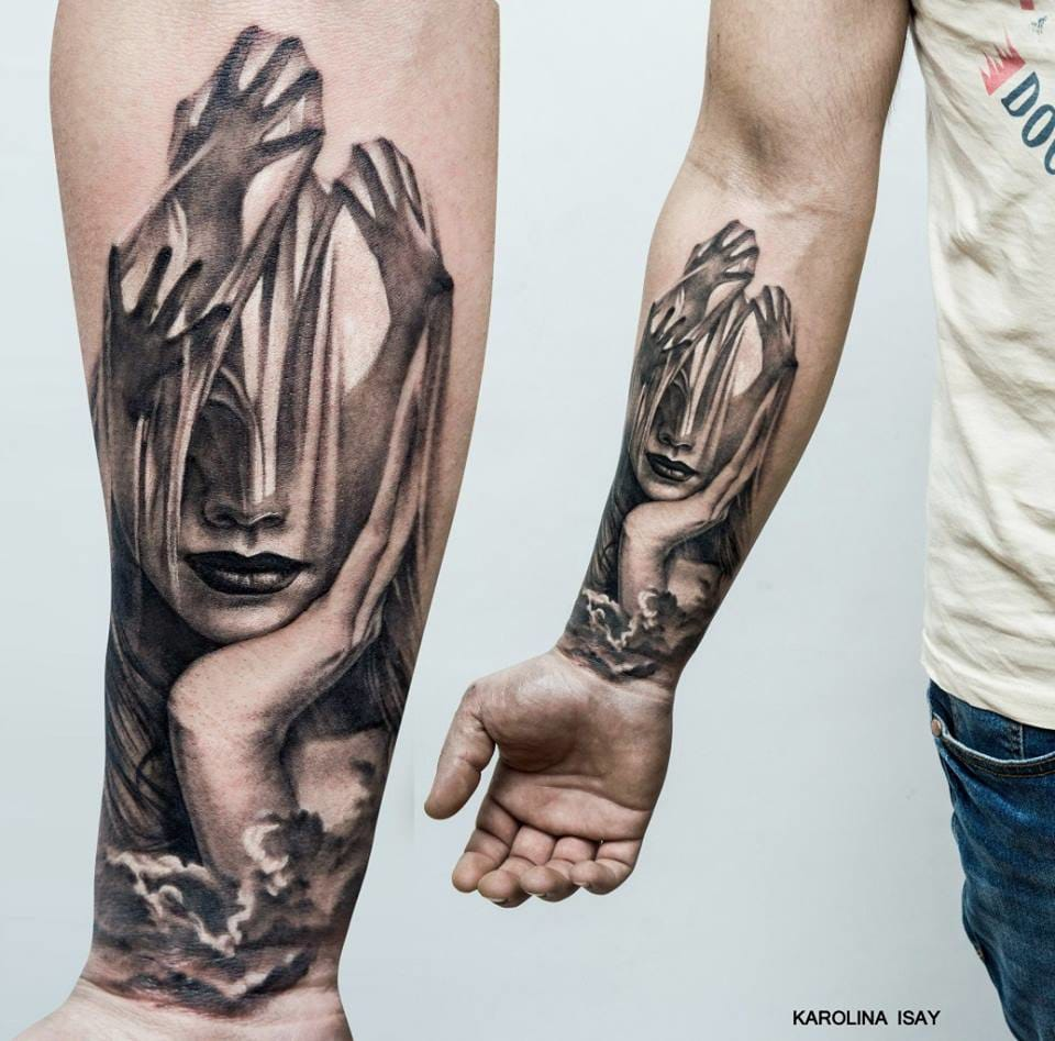 Mysterious tattoo by Karolina Isay.