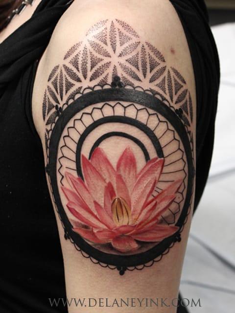Maravilhoso exemplo de tatuagem feminina, bora meninas?