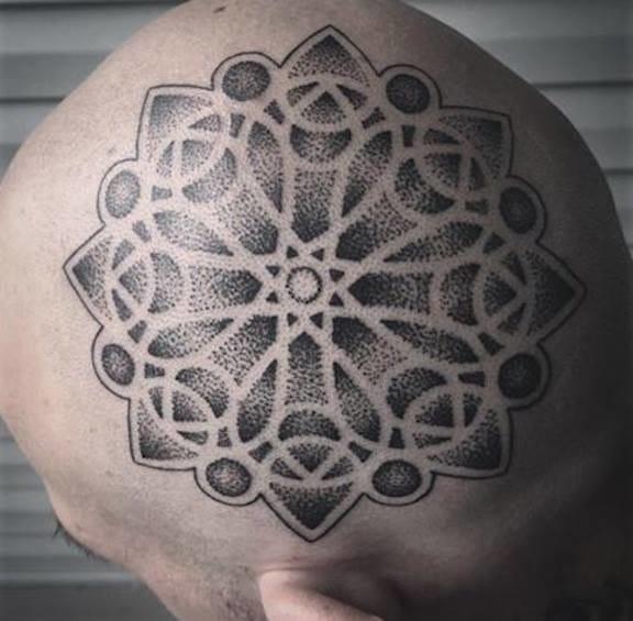Tatuagem no crânio. Dizem que dói horrores, hahaha