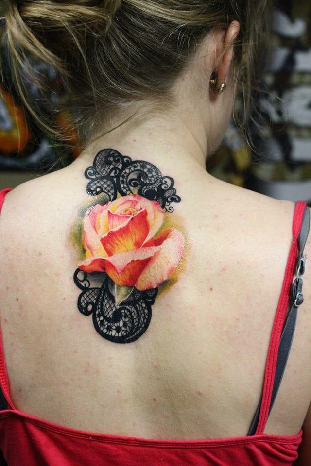 Essa entra no quesito tatuagens na nuca!
