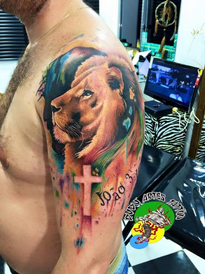 Tatuagem em espaço negativo