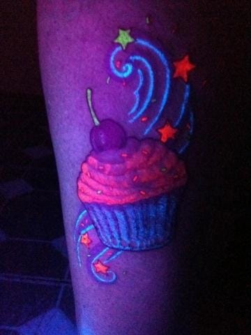 Crazy UV colours in this cupcake by Romeo Machen