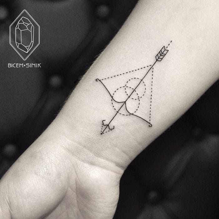 Some of Bicem Sinik's tattoos are very minimalistic.
