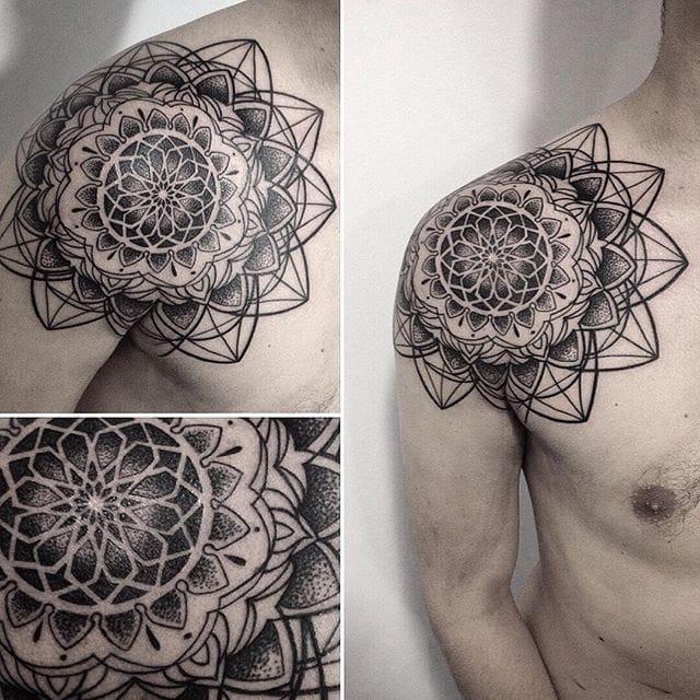 Gorgeous geometry by Analisbet Luna. #AnalisbetLuna #shoulder #shouldertattoo