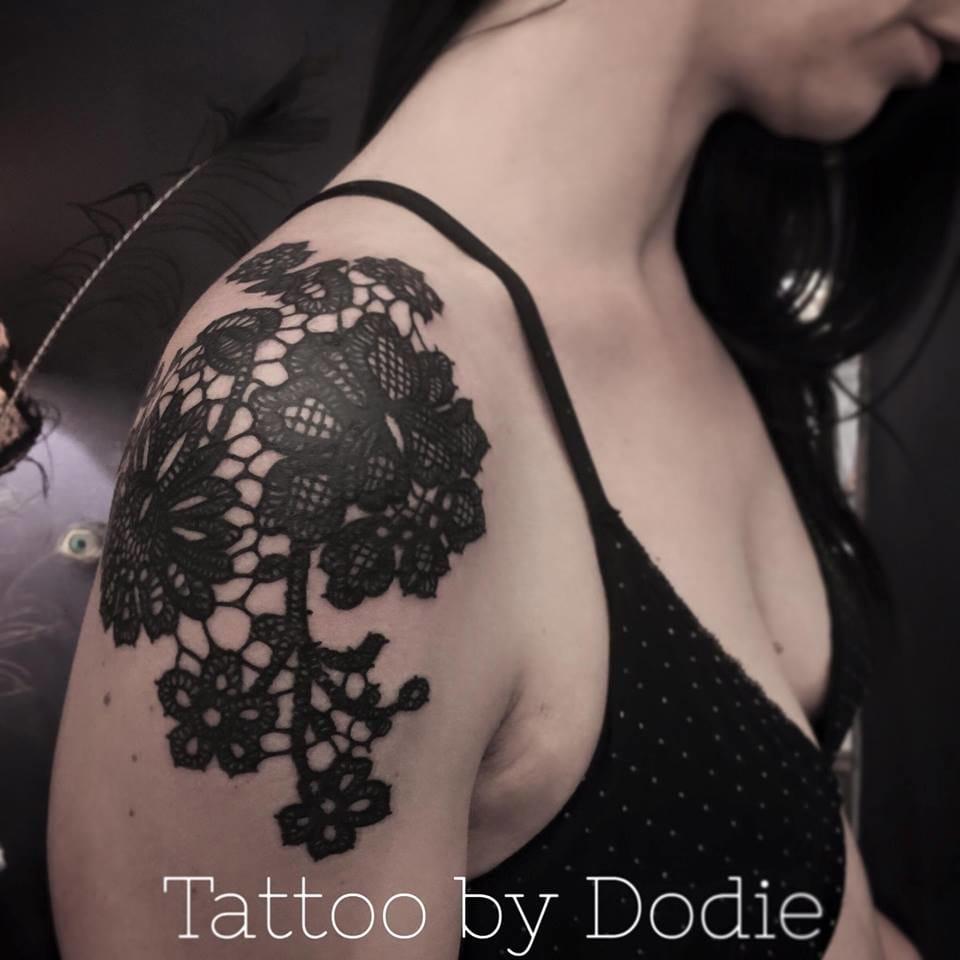 Lacy flowers by Dodie. #dodie #shoulder #shouldertattoo