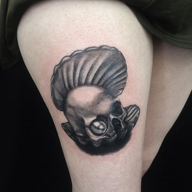A pearl and a skull by Lina Ekatarina.