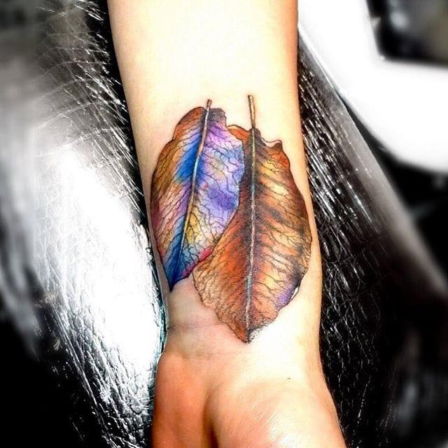 Sick holographic leaf, via @tattootatiana