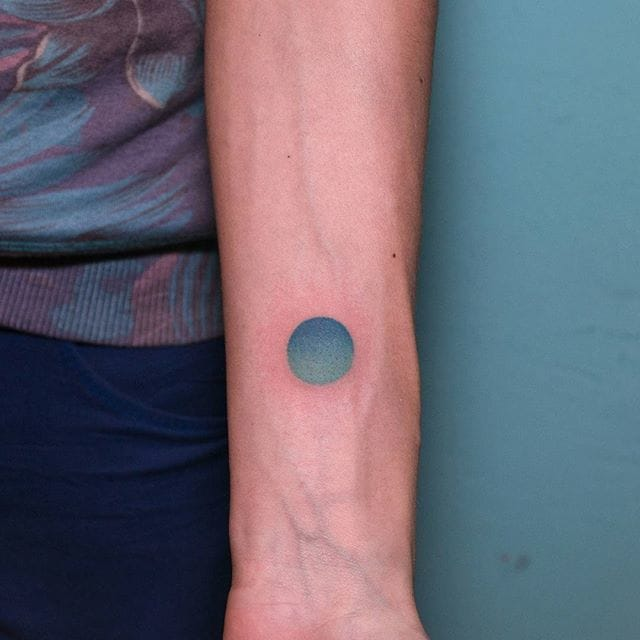 Gradient Circle via @pontotattoo