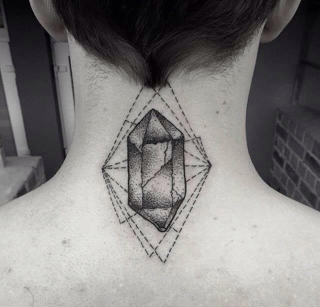 De pontinho em pontinho se faz uma tatuagem linda