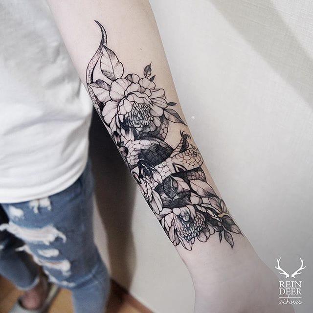 Blackwork by zihwa_tattooer