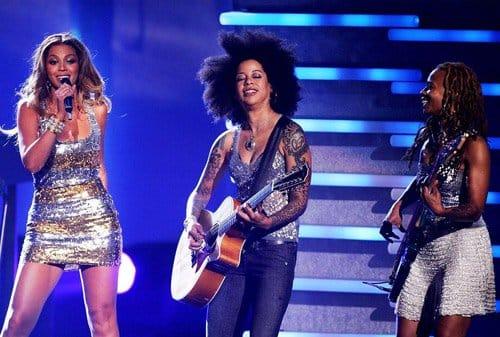 Linda guitarrista da diva Beyoncé!