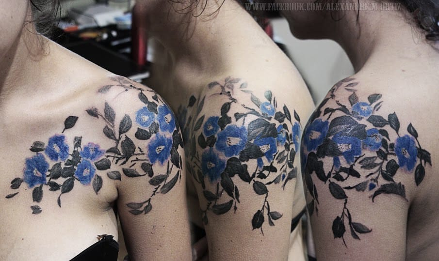 Excelente ideia de tatuagem para os ombros