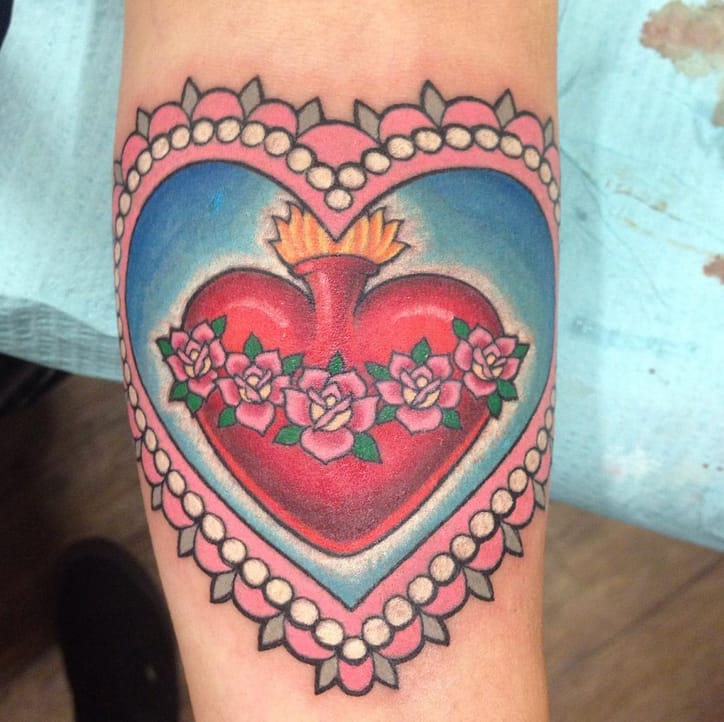 Bright neo-traditional heart tattoo by Jesse Kube, Hotrod Tattoo, Arizona, USA. Instagram: @jessetat2.