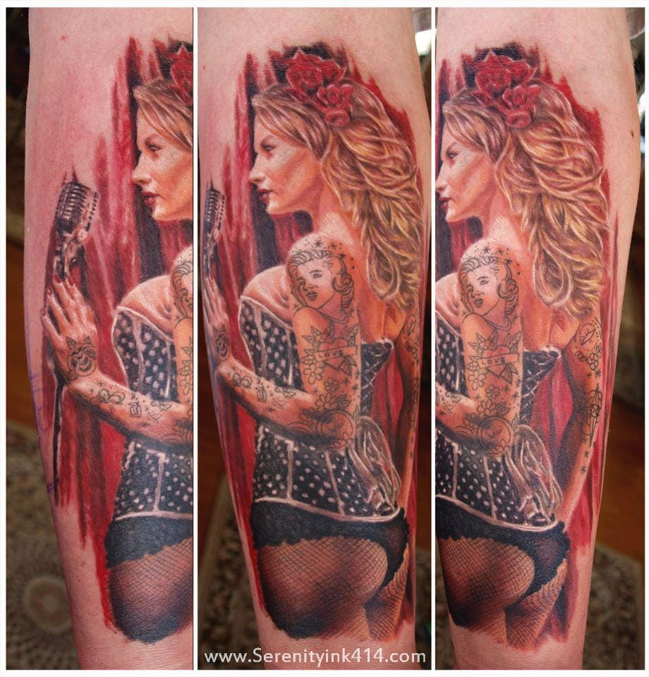 Love when pin-up tattoos have tattoos !!!