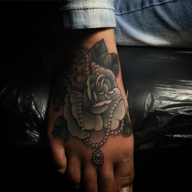 Fancy foot tattoo by Lucas Franco.