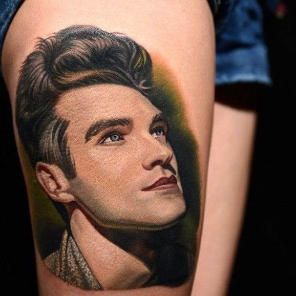 The fans of The Smiths & Morrissey are so ink addicted that events are created to shot the tattoos ! This splendid one is by Nikko Hurtado, of course.