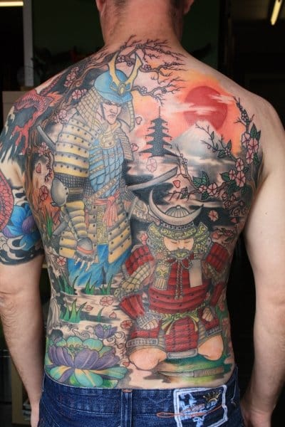 Full backpiece of a samurai ready to behead his enemy.
