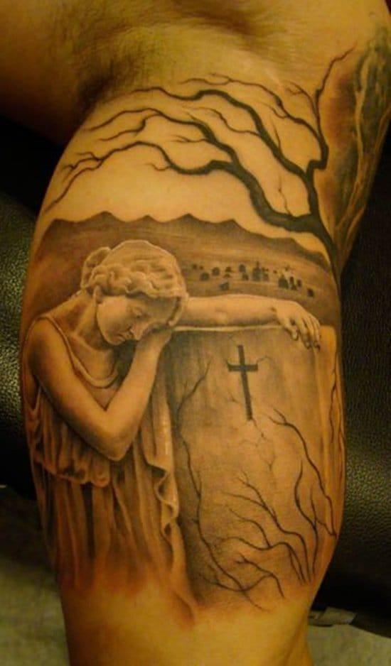 As estátuas protetoras das lápides sempre são ótimas pedidas para uma tatuagem