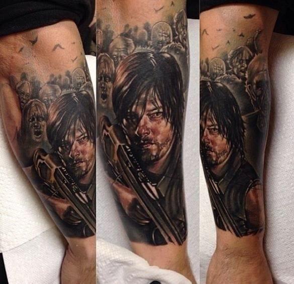 Kris Busching em mais uma tatuagem de Daryl. Definitivamente se esse cara morrer na série, casas vão queimar!