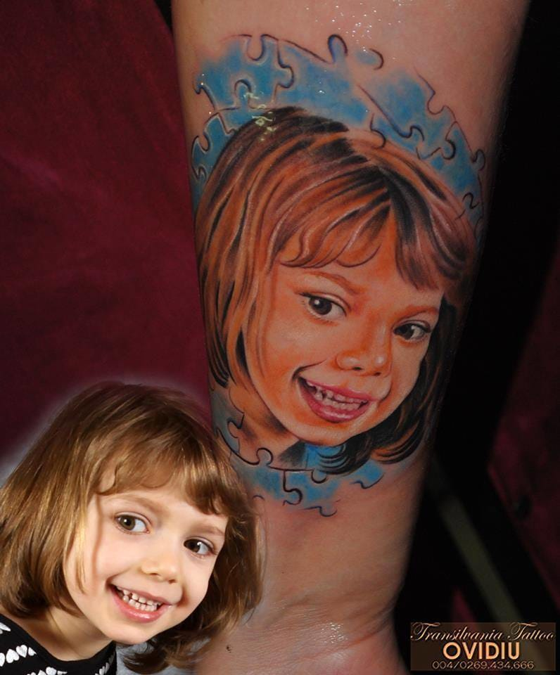 Tattoo artist Ovidiu succeeded in rendering her happiness and cute little face. #ovidiu #portraittattoo #childportraittattoo