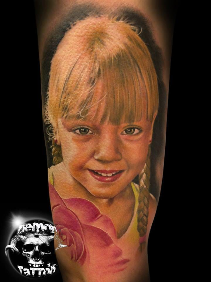 Little blonde girl by Daniel Martos. #danielmartos #portraittattoo #childportraittattoo