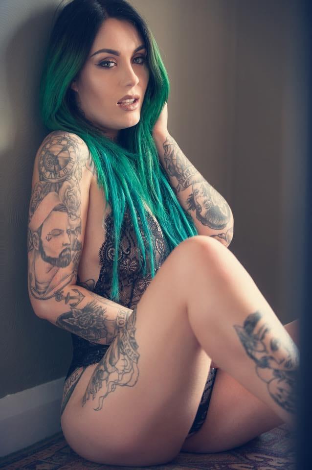Lindas mulheres, muitas tatuagens e cabelos coloridos! Eden Alt