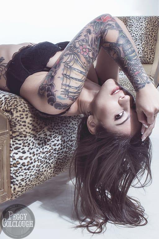 Kristina Labahn no sofá