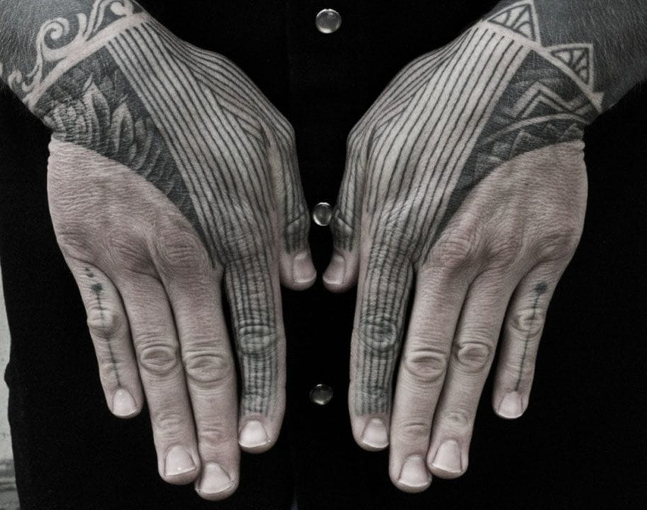 Awesome hand-finger tattoo by Thomas Hooper.