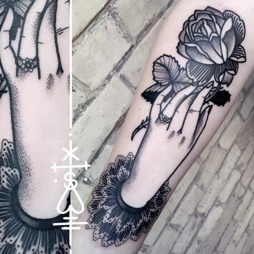 30 Exquisite Tattoos Of Hands