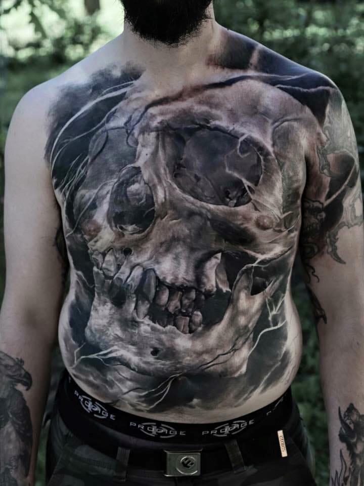 Bold torso by Domantas Parvainis.