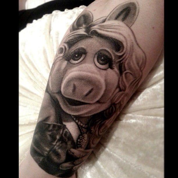 Miss Piggy -Nikko Hurtado