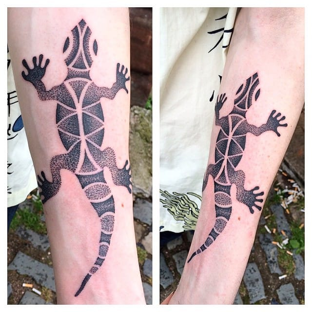 Lizard tattoo by Saskia Viney. #saskiaviney #lizard #lizardtattoo