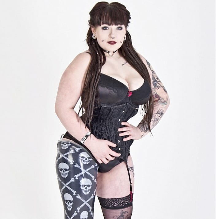Taylor Crisp: Bullied Teenage Amputee Is Now A Tattoo Model