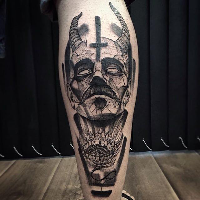 Excellent Blackwork tattoo by Fredao Oliveira #blackwork #blckwrk #linework #shading #abstract #sketchstyle #portrait #occult #dark #FredaoOliveira