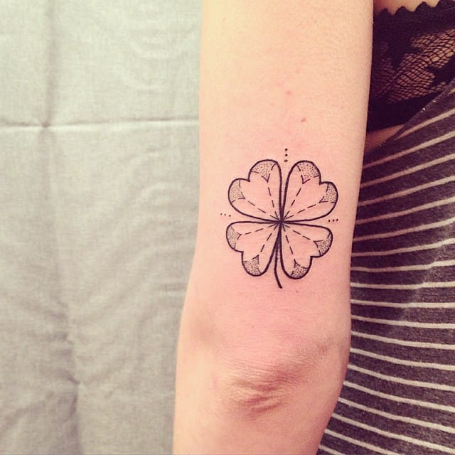 Delicate tattoo by Ana Work.