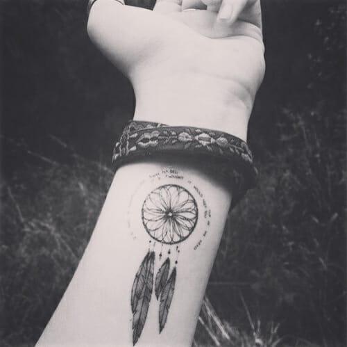 20 Mini Tatuagens Para Mostrar Que Tamanho Não é Documento!