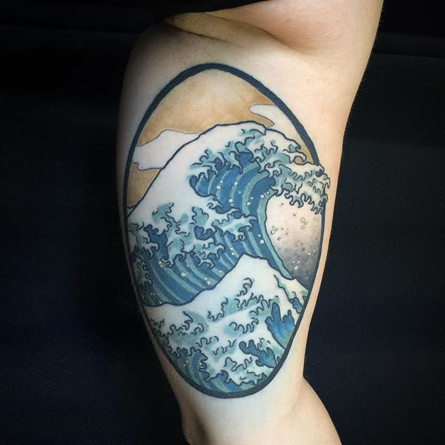 15 Powerful Hokusai Wave Tattoos
