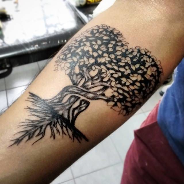 Uma árvore em blackwork