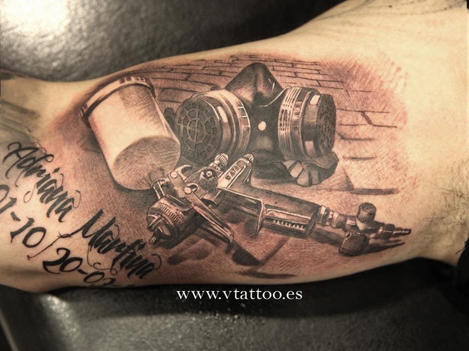 Nice black and grey piece of airbrushing artist's tools by Estefan.