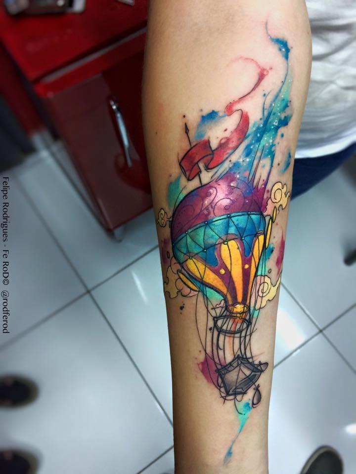 """Pra galera que curte as tatuagens de balão. Essa é pensando """"fora da caixinha"""""""