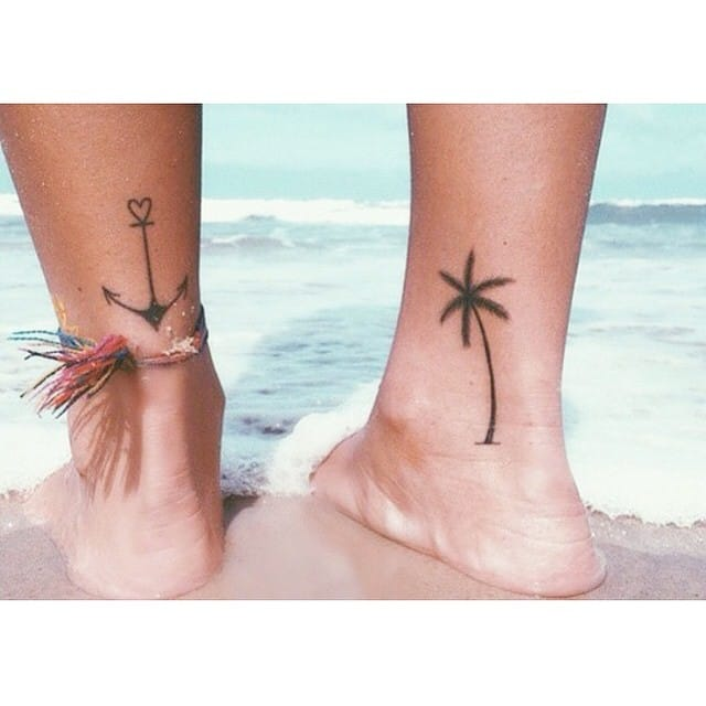 Holiday minimalist tattoo idea: palm tree and and anchor, Photo: @littletattooideas