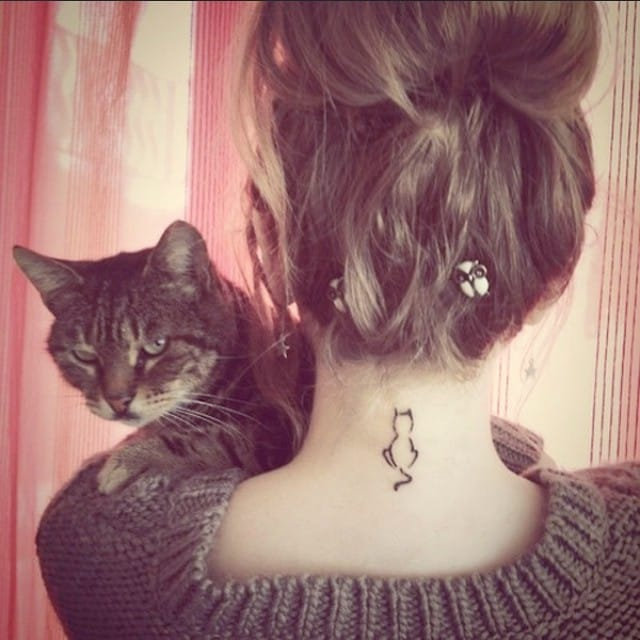 Why not to have a tiny tattoo of your cat? Photo: @littletattooideas