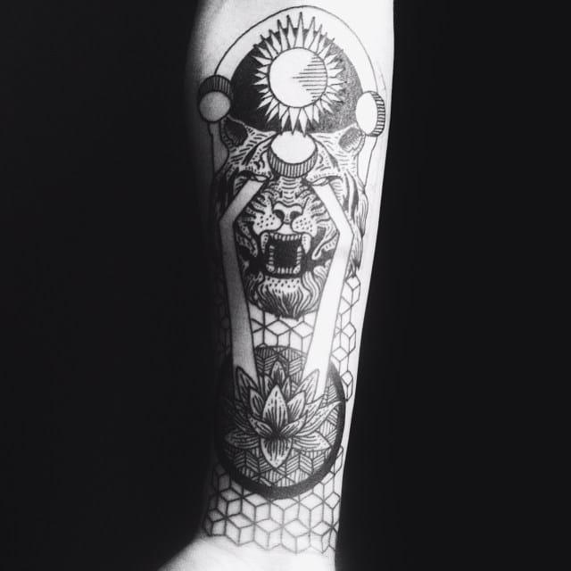 Blackwork Tiger Tattoo by Felipe Delnudo