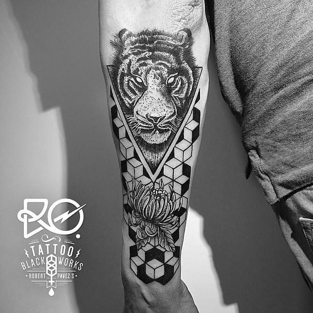 Blackwork Tiger Tattoo by Robert Pavez
