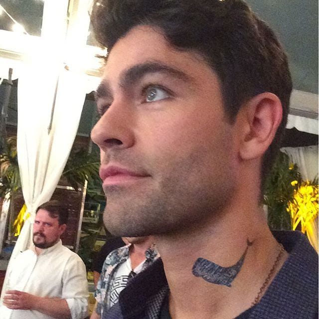 """Actor Adrian Grenier Gets A """"Neck Tattoo"""" For A Cause"""