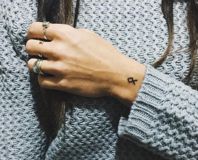 Tattoo taken from Instagram @charlotte_verduci_tattoo