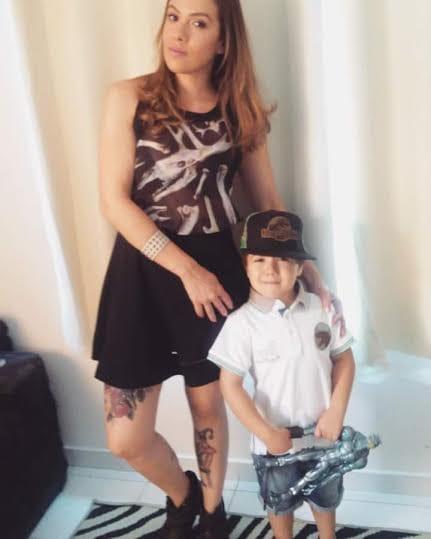Gabriela Soares com seu super herói preferido, seu filhinho!