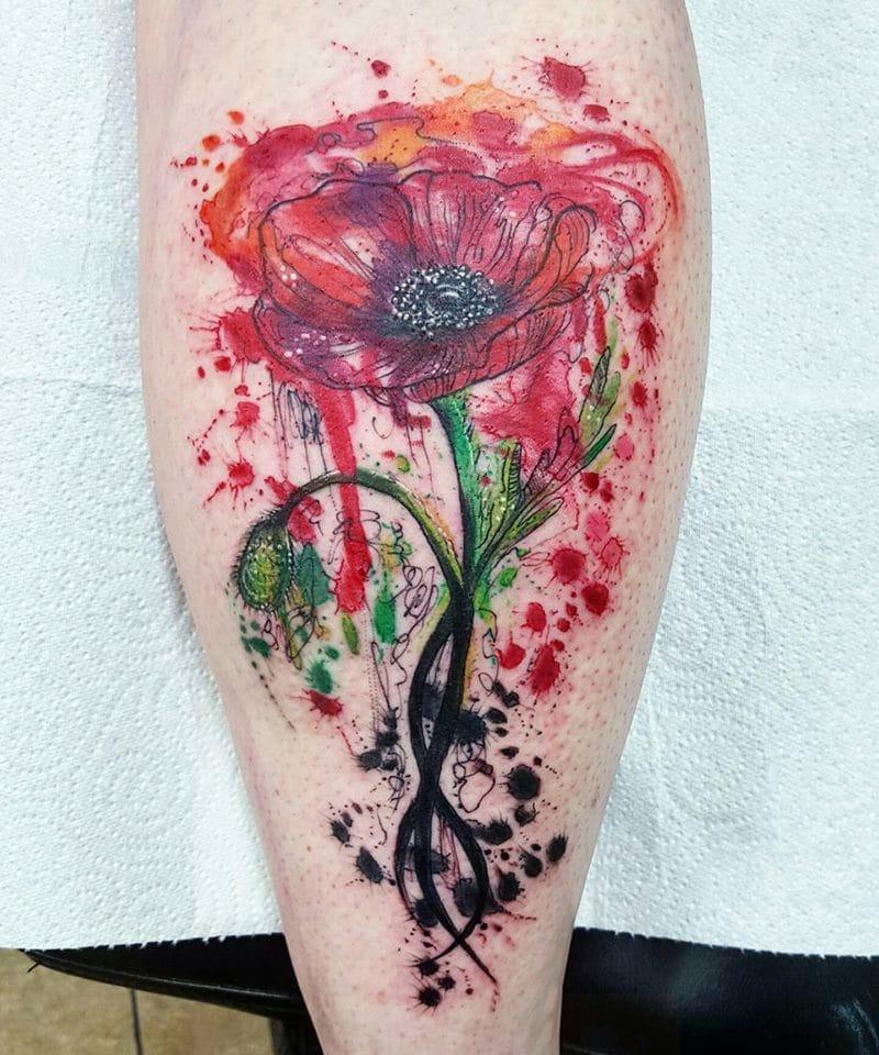 Absolutely stunning poppy tattoo. Photo from Joanne's Instagram @milky_tattoodles.
